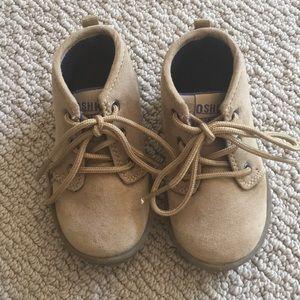 OSHKOSH Boys Shoes 👞 Size 6